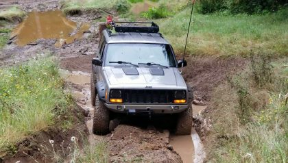 Jeep XJ in mud